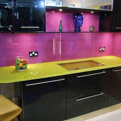 Kính màu mặt bàn bếp
